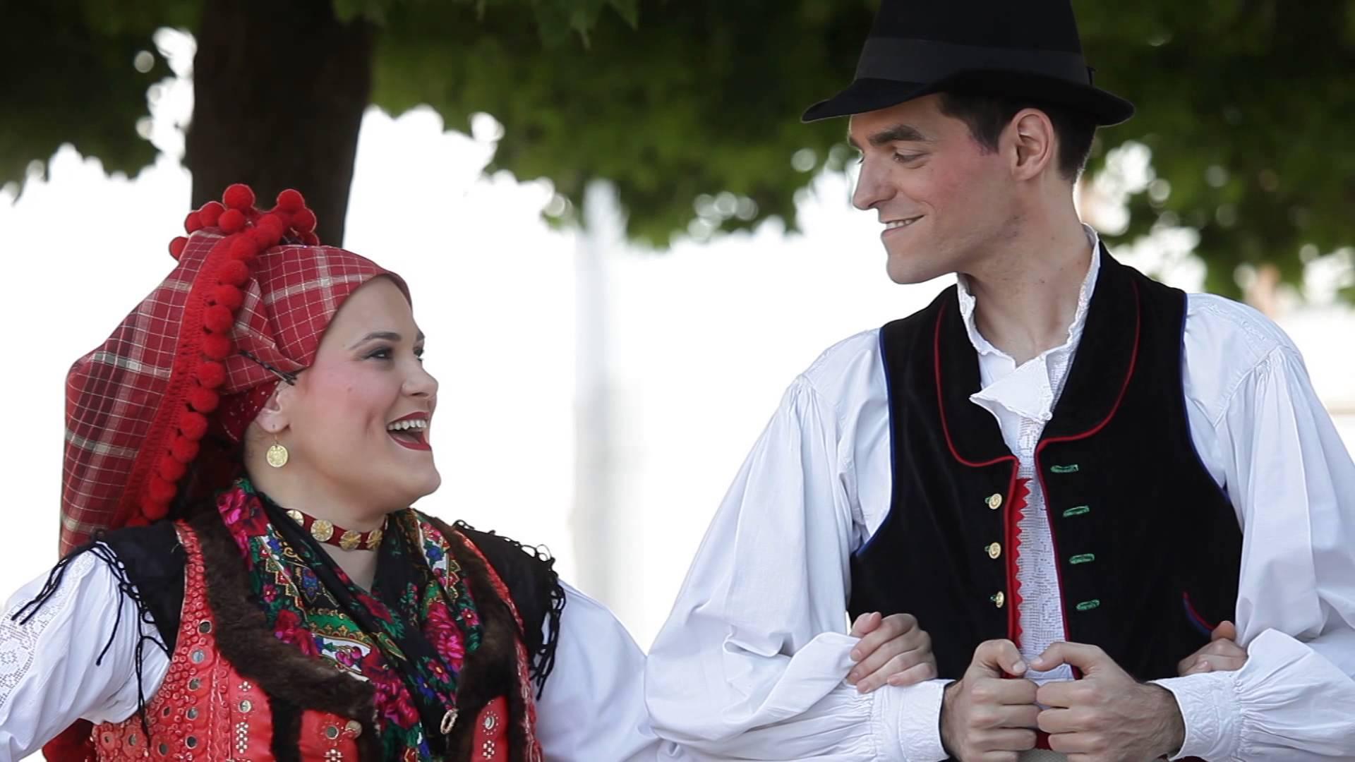 Ana Rucner feat. HKUD Osijek 1862 - Drmeš pleše cijeli svijet
