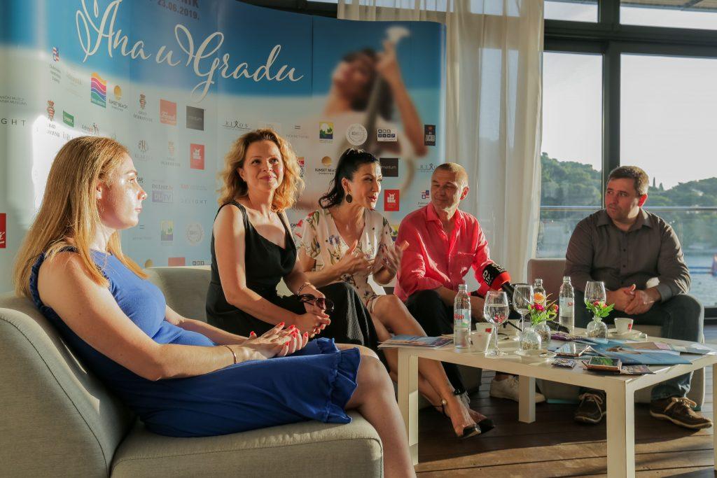 """Ana Rucner - Press event """"Ana u Gradu"""" 2019. Sandra Bagarić, Darko Domitorvić, Vojin Perić, Kazalište slijepih i slabovidnih """"Novi život"""", Nikola Mujdžić Reščić"""